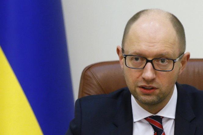Tình hình Ukraine mới nhất cho biết Thủ tướng Ukraine Arseniy Yatsenyuk công bố lệnh cấm cửa các hãng hàng  không Nga