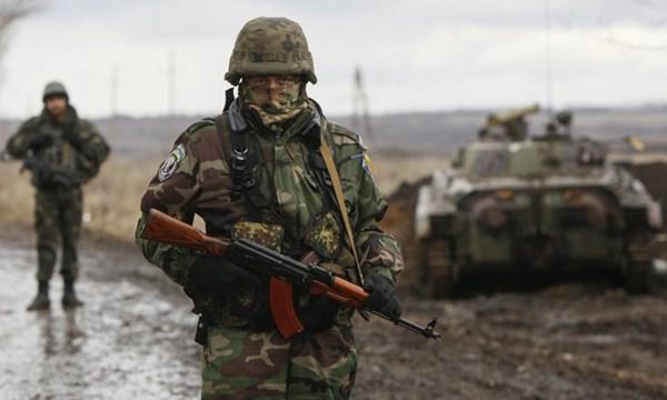 Một binh sĩ Ukraine tại chiến trường miền Đông Ukraine