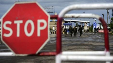 Cửa khẩu biên giới Izvarino giữa Nga- Ukraine ở vùng Lugansk