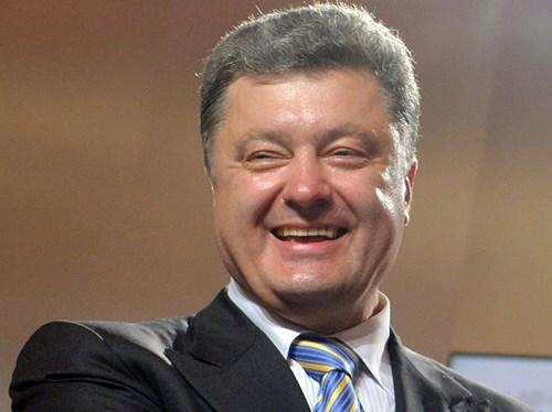 Thu nhập chính thức của Tổng thống Ukraine Petro  Poroshenko đã tăng lên gấp 8 lần sau một năm nắm quyền