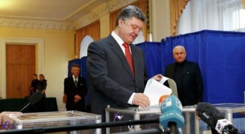 Tổng thống Ukraine Petro Poroshenko thất vọng với cuộc bầu cử địa phương diễn ra vừa qua