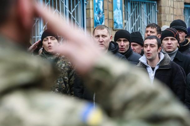 Tình hình Ukraine luôn căng thẳng khiến nhiều người dân Ukraine đã bị yêu cầu đi lính nhằm chống lại quân ly khai