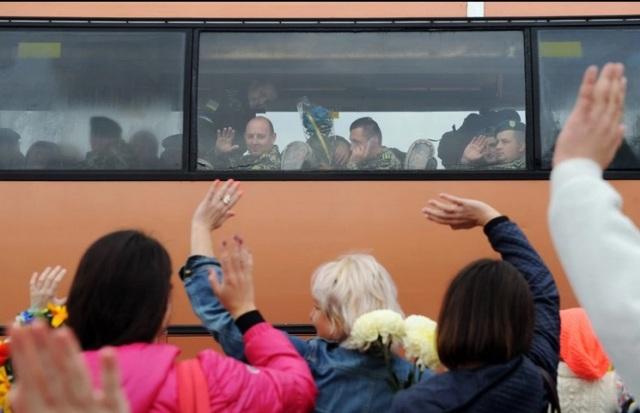 Khoảng 100 lính biên phòng Ukraine được về thăm nhà sau một nhiệm vụ 3 tháng ở Luhansk