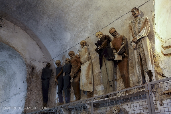 Bảo tàng Capuchin của một dòng họ ở Italy với những xác ướp gần như nguyên vẹn mặc những bộ quần áo thời trang nhất