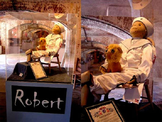 Búp bê Robert đã gây ra nhiều câu chuyện kỳ quái, bí ẩn cho gia đình chủ của nó