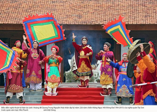 màn biểu diễn nghệ thuật, võ thuật đã tái hiện lại trận đánh hào hùng năm xưa của vua Quang Trung