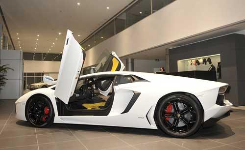 Những xe sang giá từ 4 tỷ đồng trở lên khá khó bán