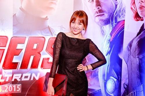 Hari Won kín đáo và tươi tắn đi xem phim