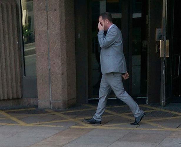 Tên tội phạm Christopher Baker bị cáo buộc đặt camera quay lén nữ sinh trên xe bus