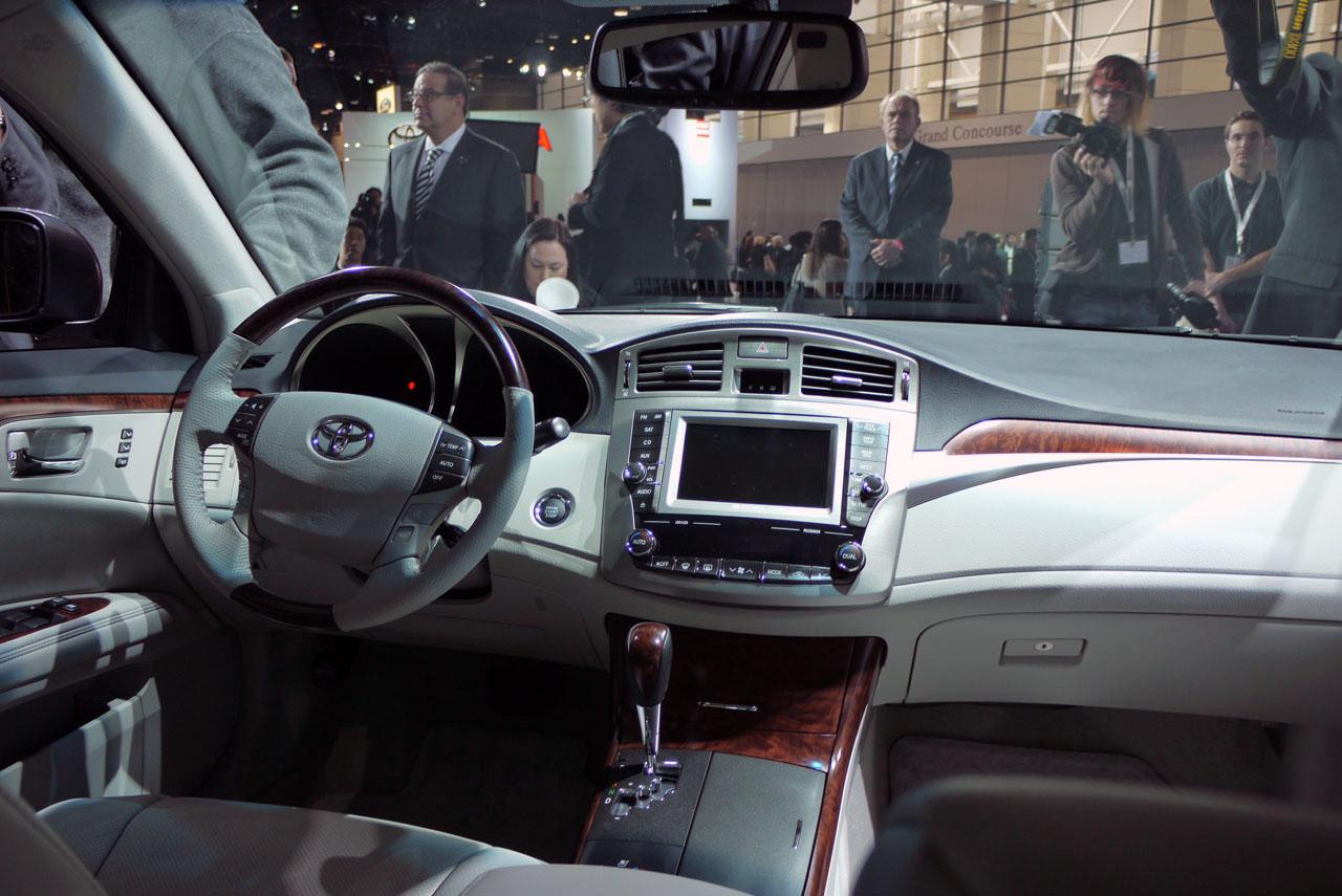 Trước đó, Toyota cũng đã triệu hồi hàng loạt xe do lỗi dây điện có thể gây cháy