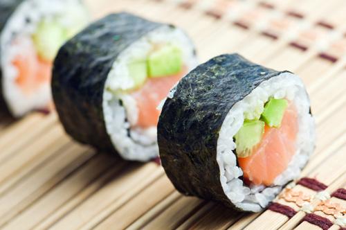 Uống rượu không nên ăn cùng các loại Sushi Nhật Bản