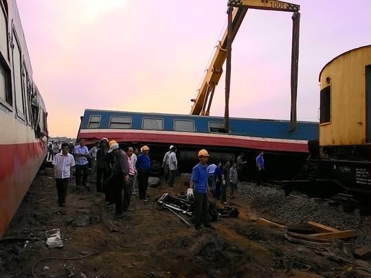 Lực lượng cứu hộ đã có mặt để xử lý vụ tai nạn đường sắt này