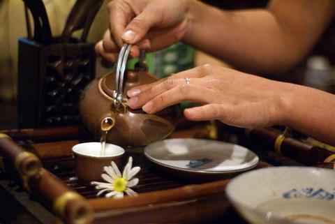 uống trà chỉ thực sự có lợi cho sức khỏe nếu có chừng mực và đúng lúc, đúng cách