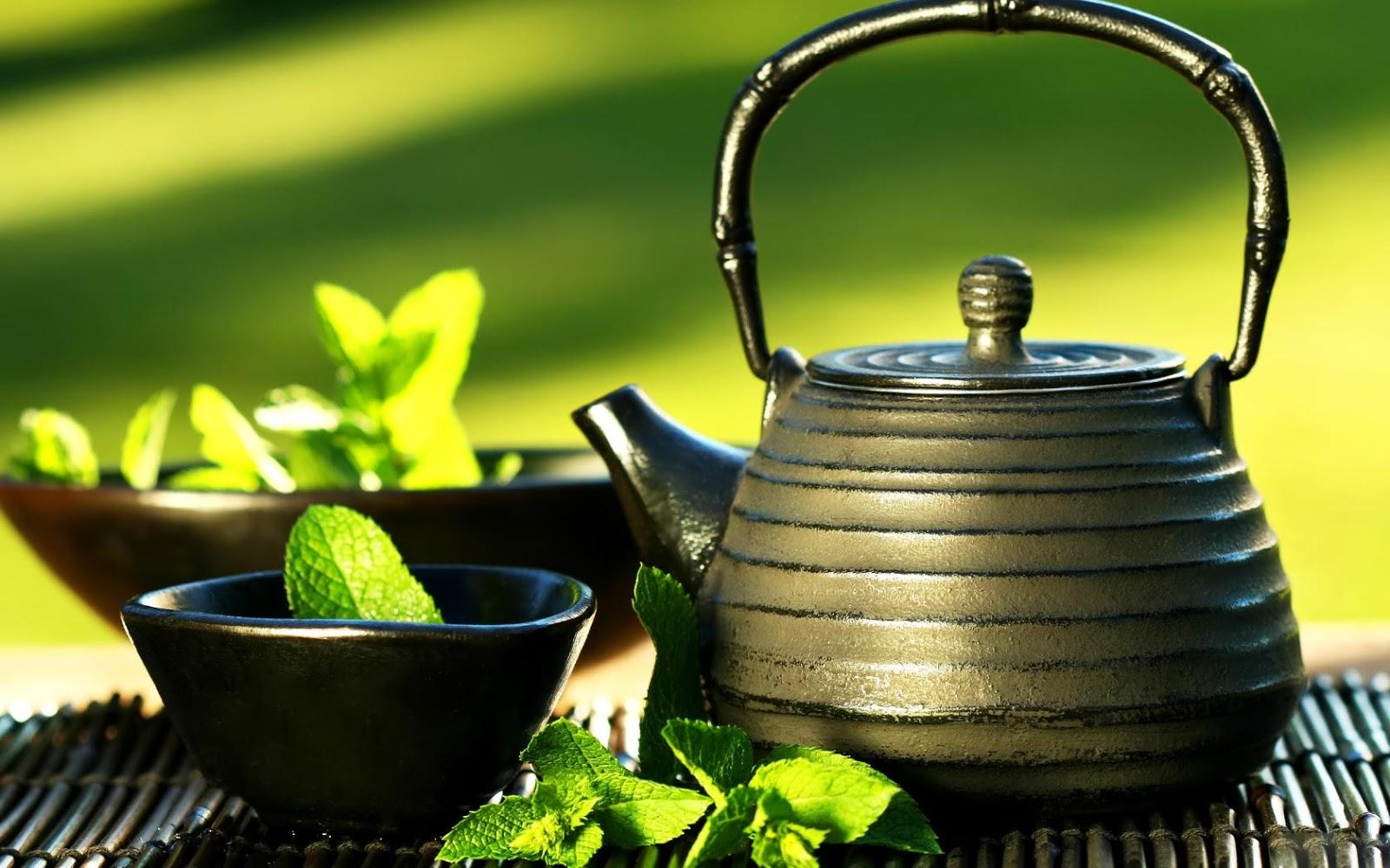 Uống trà xanh nóng trên 600C sẽ gây tổn thương vách trong của dạ dày, dẫn đến viêm loét dạ dày