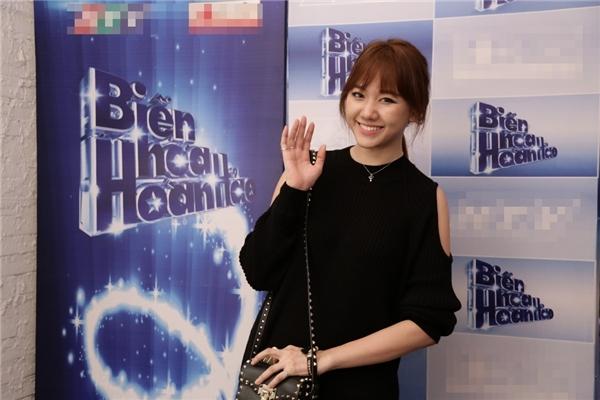 Trấn Thành bất ngờ 'cầu hôn' Hari Won trên sóng truyền hình