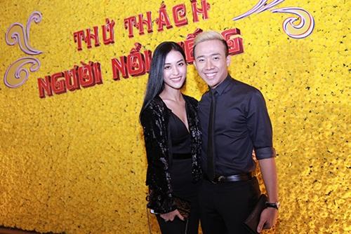 """Trấn Thành hôn Mai Hồ trong ra mắt chương trình """"Thử thách người nổi tiếng"""""""