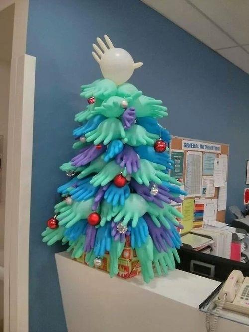 Cách trang trí giáng sinh cho văn phòng với cây thông
