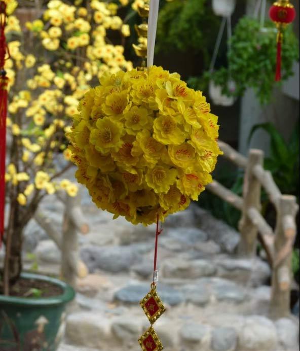 Cầu hoa mai có ý nghĩa mang đến may  mắn khi dùng để trang trí nhà đón Tết