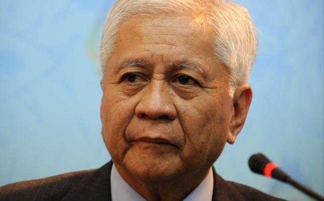Ngoại trưởng Philippines chỉ trích các hoạt động hiếu chiến của Trung Quốc