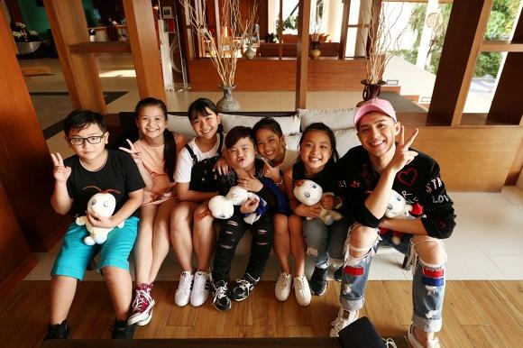 Noo Phước Thịnh cùng học trò The Voice Kids đi du lịch tại Thái Lan