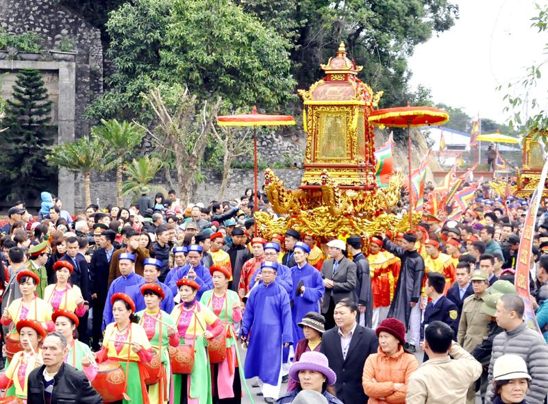 Lễ hội đền Cửa Ông hấp dẫn du khách thập phương