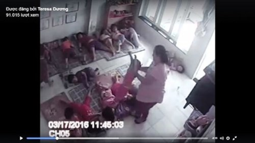 Hình ảnh cô giáo đang mang bầu xách bé gái trong đoạn clip trẻ mầm non bị bạo hành