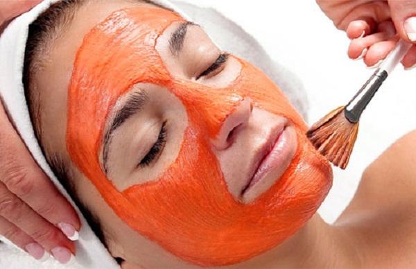Sử dụng mặt nạ cà rốt ddieeuf trị hiệu quả mụn đầu đen cho làn da hốn hợp. Ảnh minh họa