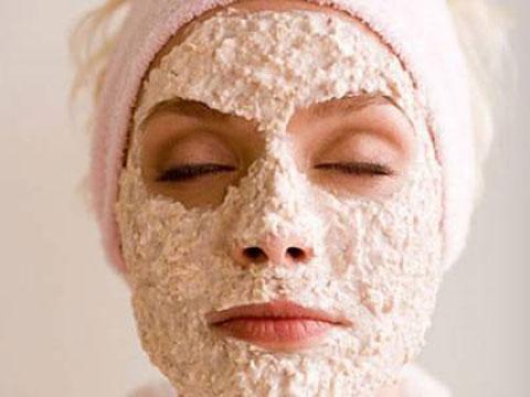 Trị mụn hiệu quả từ mặt nạ bột yến mạch được phái đẹp ưa chuộng