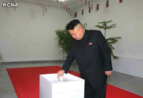 Nhà lãnh đạo Triều Tiên Kim Jong-Un đi bỏ phiếu bầu cử