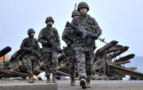 Binh sĩ Hàn Quốc tuần tra tại khu vực giáp biên giới Triều Tiên