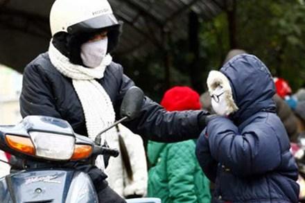 Trời lạnh, nhiều học sinh Hà Nội nghỉ học