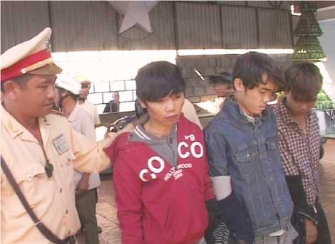 Ba đối tượng trộm chó Dũng, Hưng và  Vũ khi bị bắt