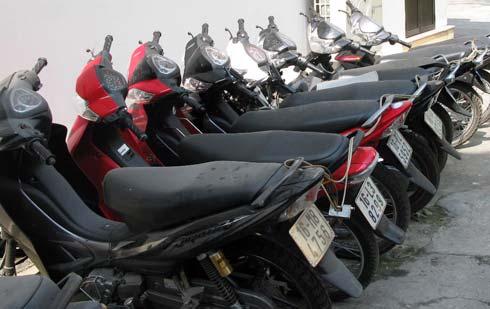Các đối tượng đã cả gan trộm xe máy ngay trong trụ sở công an