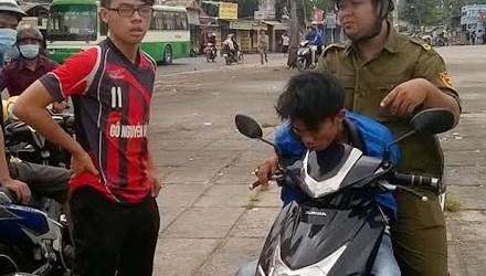 Tên trộm xe máy bị người dân tóm gọn tại Tp.HCM