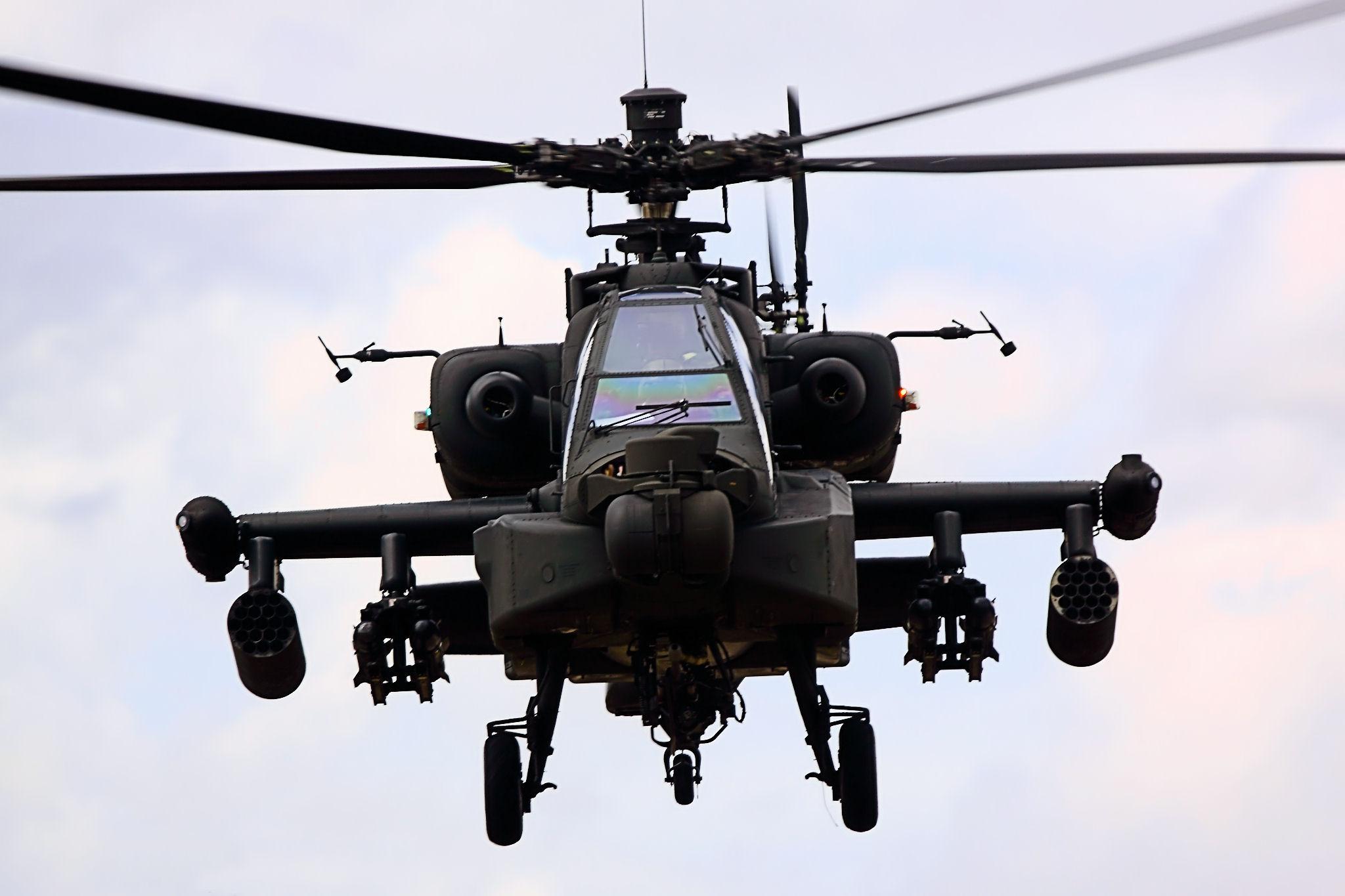 Trực thăng tấn công AH-64 Apache được trang bị hệ thống vũ khí hiện đại