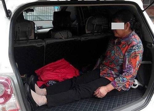Bức ảnh khiến cư dân mạng Trung Quốc xót xa