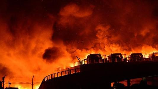 Đêm 12/8, 2 vụ nổ lớn xảy ra ở một khu vực công nghiệp thuộc thành phố cảng Thiên Tân, Đông Bắc Trung Quốc làm ít nhất 17 người thiệt mạng và hơn 400 người khác bị thương.