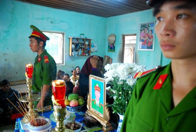 Vụ việc trung úy công an Nay Plong (Gia Lai) hy sinh trong khi làm nhiệm vụ đang khiến dư luận xôn xao