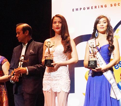 Diễn xuất của người đẹp Trương Ngọc Ánh trong Hương Ga được khán giả và giới phê bình đánh giá rất cao