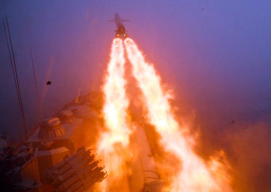Tuần dương hạm Moskva khai hỏa tên lửa chống hạm siêu âm tầm xa P-500 Bazalt