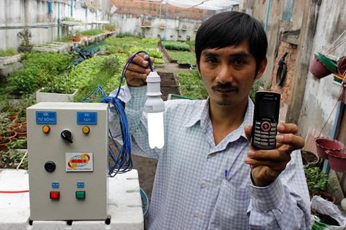 Anh Tâm phải mất 2 năm để sáng chế ra phương pháp tưới rau sạch bằng điện thoại di động giúp mọi người trồng rau sạch