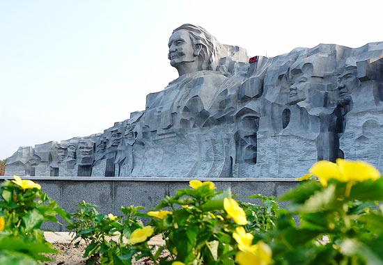 Hình ảnh tượng đài Mẹ Việt Nam Anh Hùng tại Quảng Nam