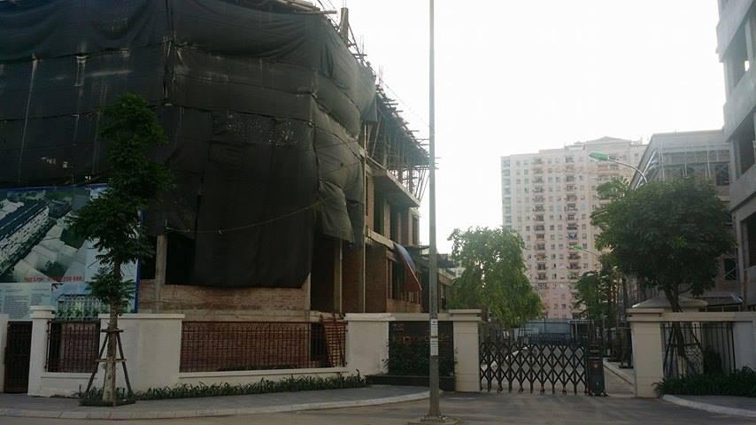 Bức tường được Công ty Handico 7 tự xây dựng trái phép tại dự án 1.14HH Láng Hạ - Thanh Xuân