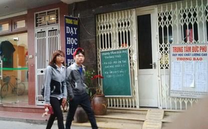 Các lò luyện thi trên phố Lê Thanh Nghị cả ngày cửa đóng, then cài sau quy chế tuyển sinh Đại học 2015 kiểu mới