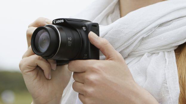 Các chương trình giảm giá cuối năm không thể thiếu những chiếc máy ảnh khuyến mãi