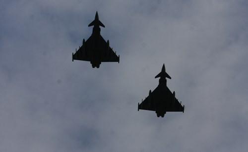 Máy bay chiến đấu hộ tống đoàn Chủ tịch nước Trương Tấn Sang thăm Đức