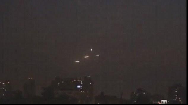 Nhiều UFO xuất hiện với hình thù bí ẩn