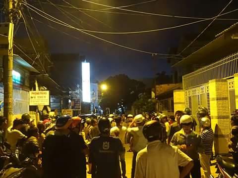 Rất đông người dân 'bao vây' tại nhà riêng của vị Viện trưởng VKS đã gây tai nạn giao thông rồi bỏ chạy
