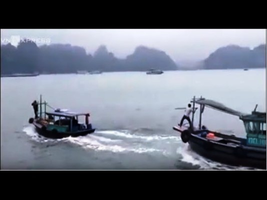 hai tàu gỗ đuổi nhau trên vịnh hạ long