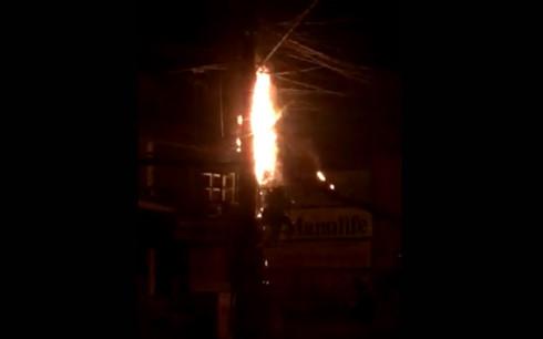cháy cột điện ở uông bí